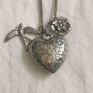 Heart, bird and flower necklace 🖤🦅🌸